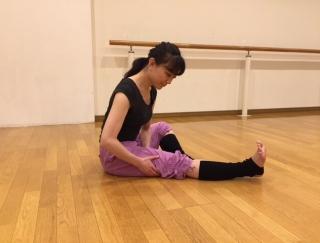 バレエダンサーが教える!セルライトを撃退する、太もも裏のストレッチ