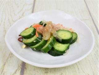 コリコリ食感がポイント☆ 甘酸っぱいテイストがたまらないファミマの「きゅうりと中華くらげのサラダ」