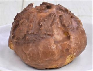 全粒粉を使ったクッキー生地に大満足! カスタードがギュッと詰まったファミマの「香ばし生地のクッキーシュー」