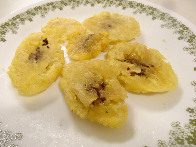 見た目はバナナ!アメリカの食卓で定番のレシピ「フライドプランテン」
