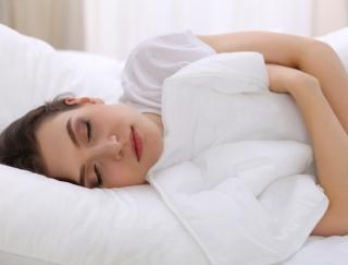 髪の毛をほどいてリラックスモードに♪「ぐっすり眠る」ためのポイント