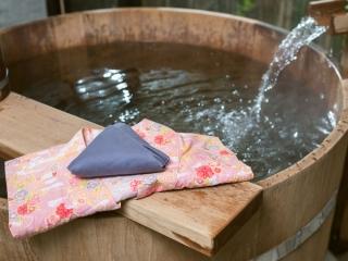 浴衣と温泉の画像