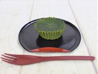 皿にのった「丸久小山園厳選宇治抹茶使用 抹茶ガトーショコラ」の画像