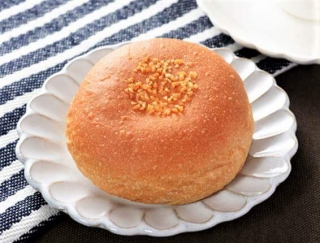 カスタード×ホイップの黄金コンビ! 大麦粉でおいしさがアップした「ブランのダブルクリームパン」