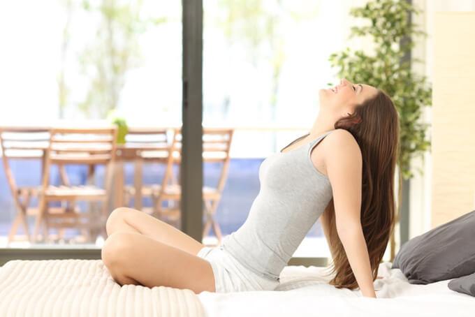 呼吸の練習をする女性