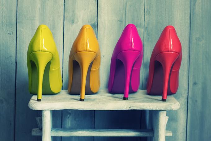 カラフルな靴の画像