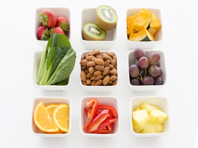 アーモンド、フルーツ、野菜