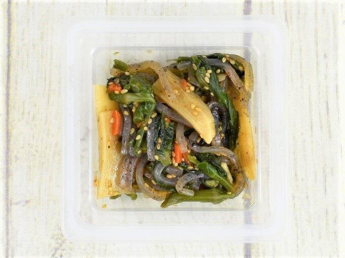 ふたを開けた「菜の花と筍の柚子胡椒風味」の画像