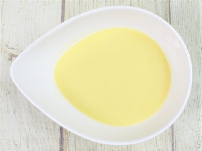 器に入れた「冷たいとうもろこしのスープ」の画像