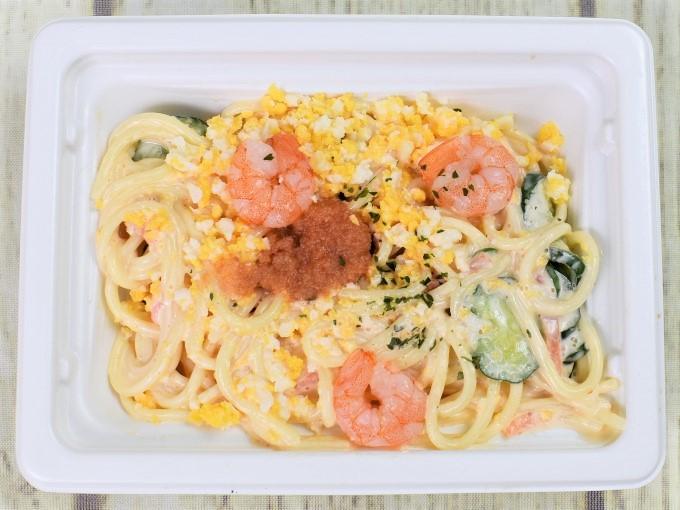 フタを開けた「海老と明太のスパゲティサラダ」の画像