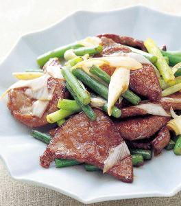 豚レバーとにんにくの芽の炒め物