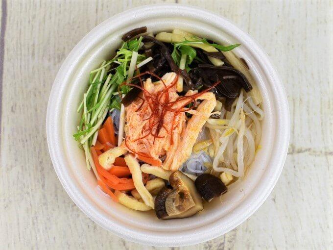 フタを開けた「麻辣春雨スープ」の画像