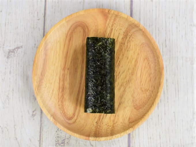 「手巻寿司 梅黒酢納豆」をパッケージから取り出した画像