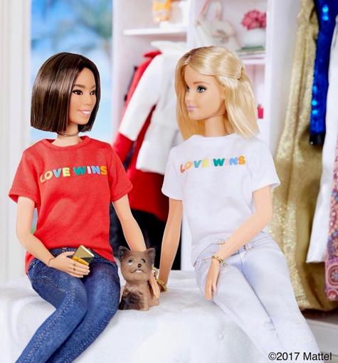 LOVE WIBのTシャツのバービー