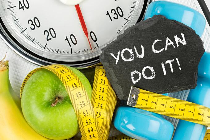 体重計やダンベル、メジャーのアップ画像