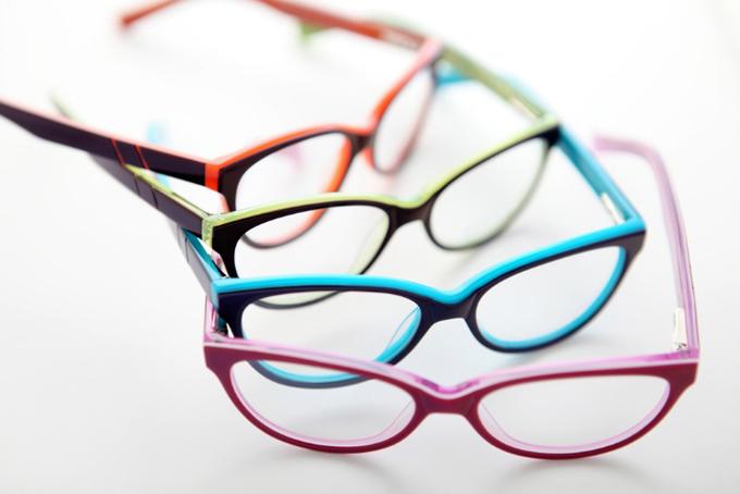 眼鏡の色違い数種