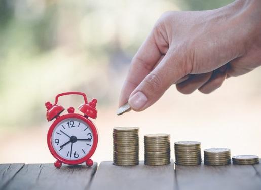 お金と時計と手