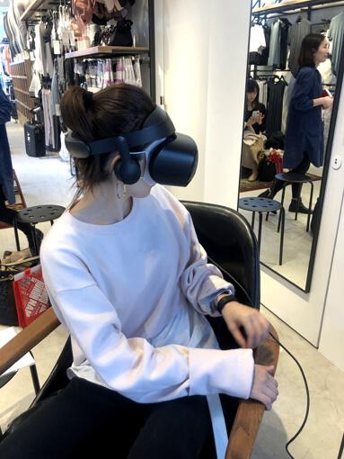 VR体験中のヤハラさん