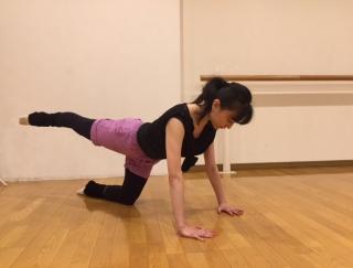 バレエダンサーが教える、体幹を鍛えるストレッチ3STEP<中級編>