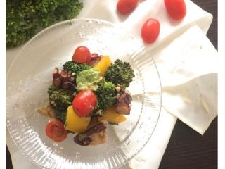 彩り野菜とタコの和え物