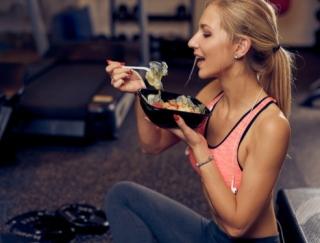 """「トレーニングするなら、まず食べて!」人気管理栄養士が、""""食べない筋トレ""""にダメ出しする理由とは"""
