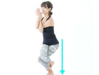 魅せる美脚はバランス命!脚の内側の筋肉を鍛えるヨガポーズ