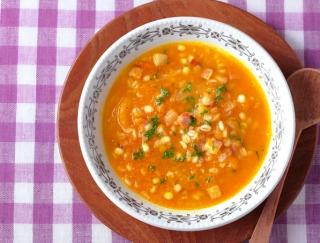 体温めスープで冷え、むくみを撃退!管理栄養士が教える!「にんじんと押し麦入りコンソメスープ」