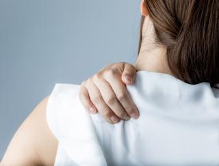 """長いパソコン作業には要注意!? 体のゆがみ""""巻き肩""""を改善できる「肩甲骨ぐるぐる体操」"""