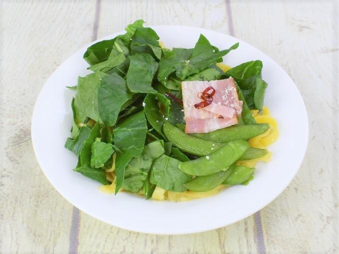 お皿に盛った「ほうれん草のアーリオオーリオ」の画像