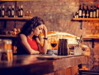 アルコールに甘いもの…etc.じつはノーマークだった片頭痛の誘発因子があった