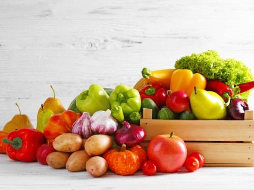 野菜とフルーツと木箱の写真