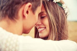 幸せそうな女性の笑顔