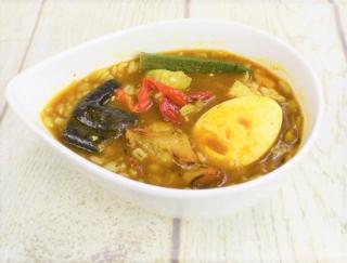 ごろごろ野菜とふっくら押麦でボリューム満点☆ 本格仕立ての「野菜とチキンのスープカレー」