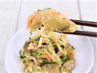 数種類の野菜がペロっといけちゃう☆ コリコリ食感で箸が止まらないファミマの「きゅうりとザーサイのピリ辛サラダ」