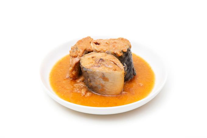 皿に盛られたサバの味噌煮の画像