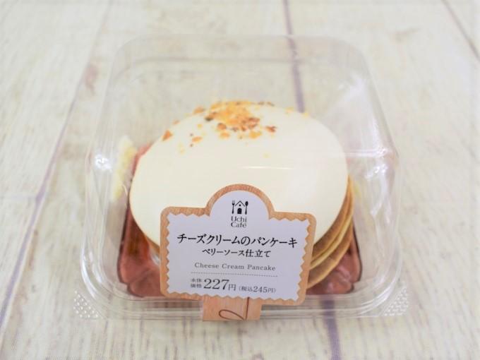パッケージに入った「チーズクリームのパンケーキ(ベリーソース仕立て)」の画像