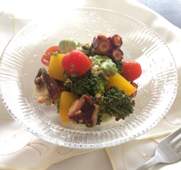 彩り野菜とタコの和え物完成