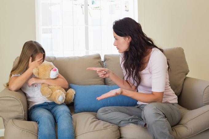 子供に注意して、泣かせてしまった女性