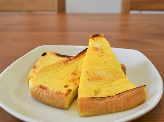 お皿に載せた「フレンチトースト」の写真
