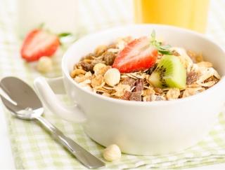 忙しい朝でも栄養バッチリ!読者1000人がNo.1に選んだシリアル・グラノーラ6選