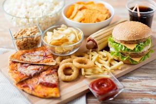 ハンバーガーやピザ、ポテトの画像