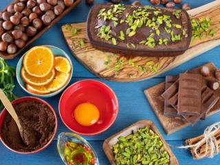 チョコレート、フルーツ類の写真