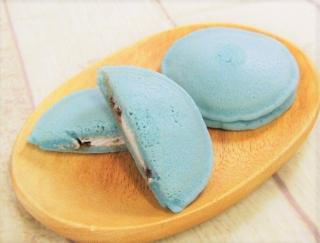 これであなたもチョコミン党♡ 水色のパンケーキが写真映えするファミリーマートの「チョコミントパンケーキ」