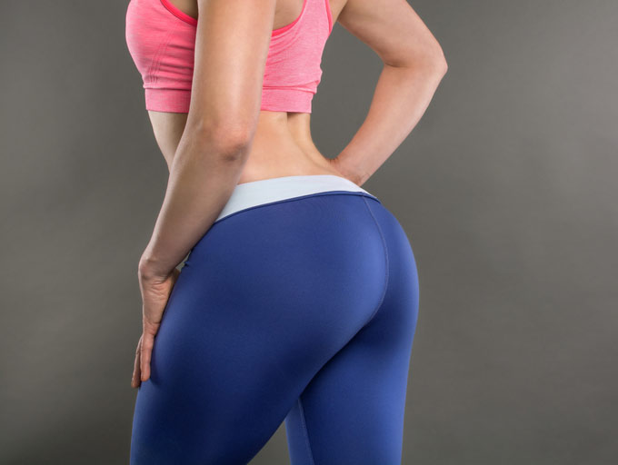 トレーニングウェアを着た女性のお尻の画像