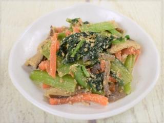 お皿に盛った「小松菜の胡麻和え」の画像