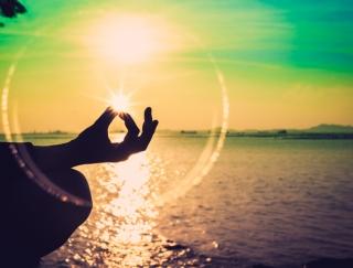 日々の忙殺から自分を取り戻す瞑想のススメ
