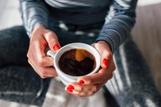 顔の赤み、気になる人はカフェインをとってみては?