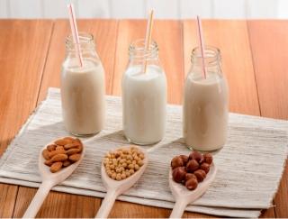 豆乳とアーモンドミルクの人気が爆発!? 注目が集まるヘルシーミルクの人気商品6選