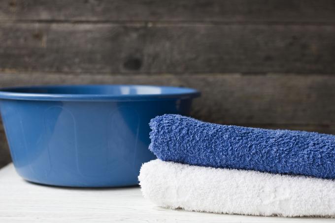 洗面器とタオルの画像