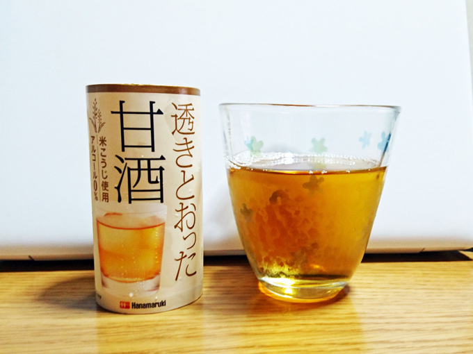 「透きとおった甘酒」とグラスの写真